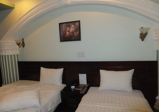 Nam Hy1 Hotel : the twin bedded room on my 1st visit