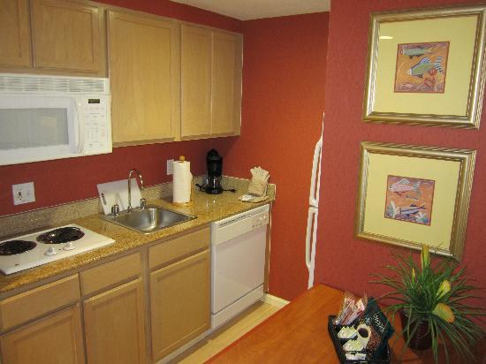 Homewood Suites by Hilton Orlando-Nearest to Univ Studios: King room 203