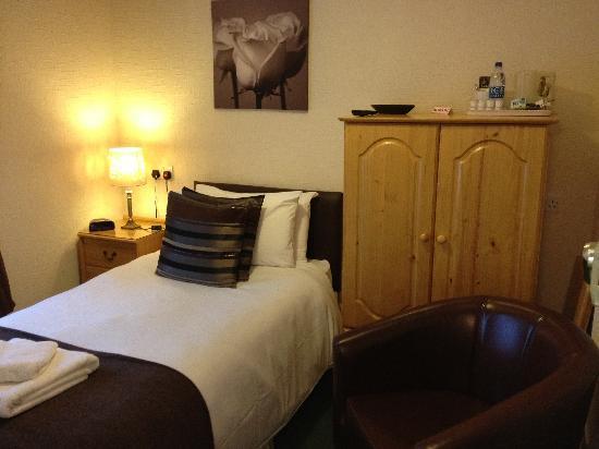 Kingsholm Hotel: Single En-Suite Bedroom