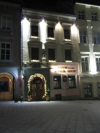 Hotel Royal Ricc: Hotel frontage