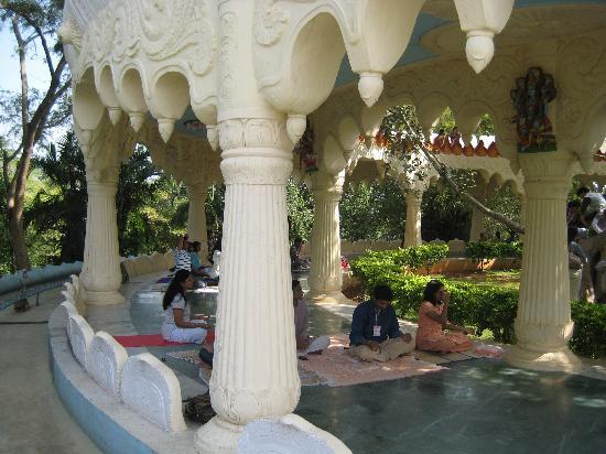 Art of Living International Center: Sumeru Mantap