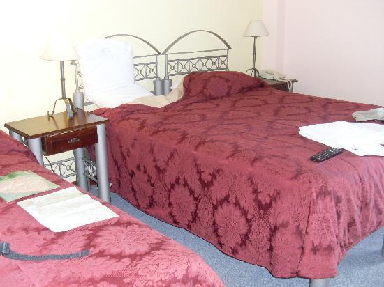 Hotel Bulevar: Spacious bedroom