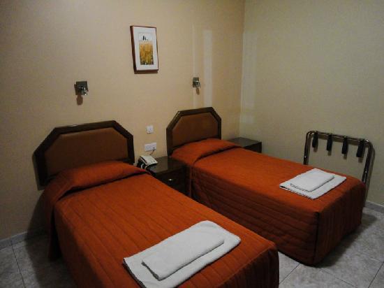 Pyramos Hotel: Room