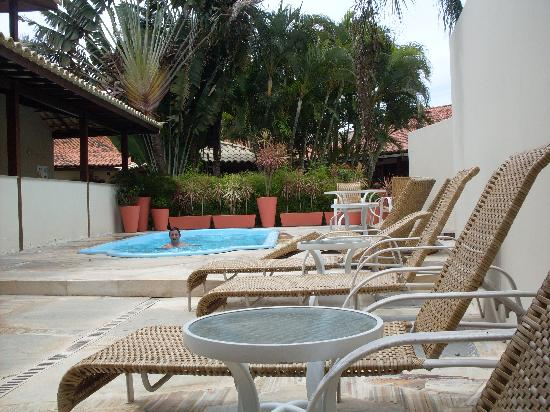 Hotel Don Quijote: Pileta y reposeras