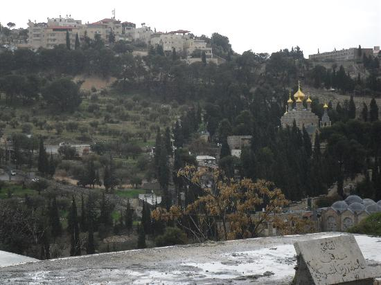 Jerusalem Panorama Hotel: Looking towards the hotel from the old town centre of Jerusalem