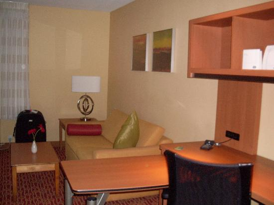 TownePlace Suites Fresno: Small living room