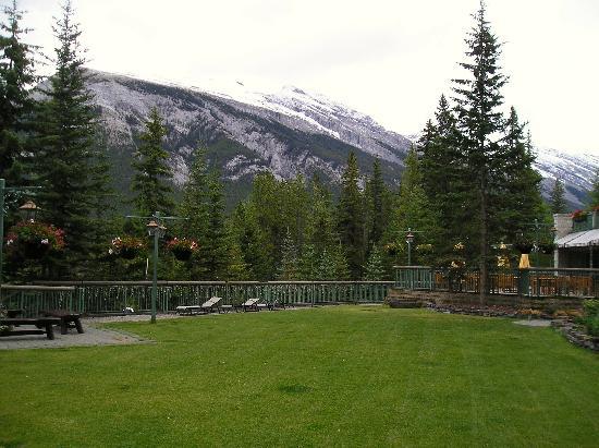 Rimrock Resort Hotel: rear courtyard view