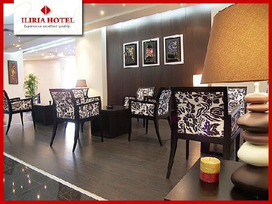 Hotel Iliria: A glass of wine in the hotel lobby