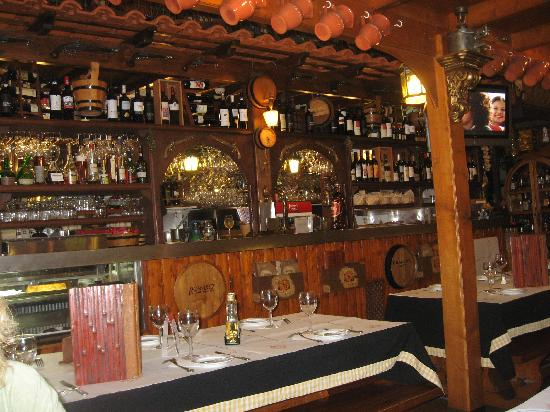 Adega Nova: View of the restaurant & bar
