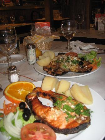 Adega Nova: Salmon dinner