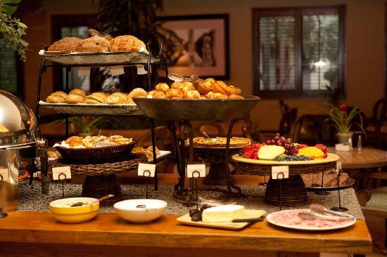 Villagio Inn and Spa: Complimentary Champagne Breakfast Buffet