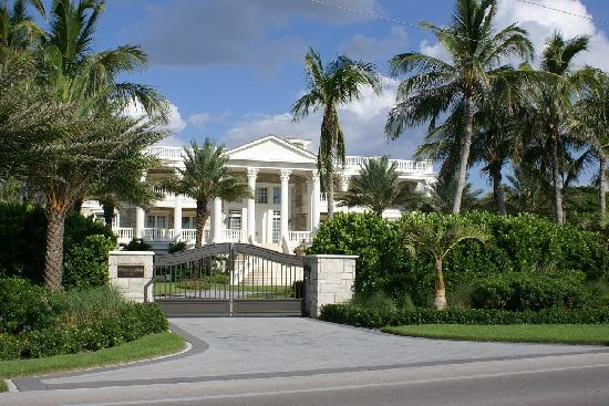 Captiva Pass: One of the many homes you will see on the way