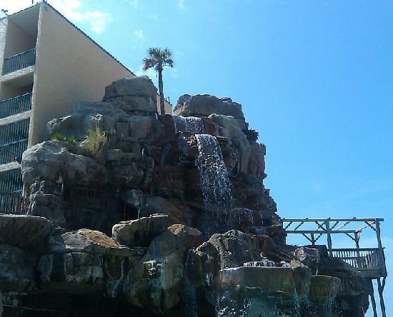 Days Inn Panama City Beach/Ocean Front : pool area/ water fall
