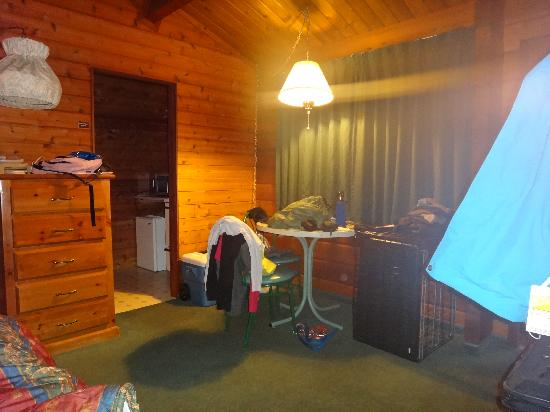 Rundle Mountain Lodge: room one more time