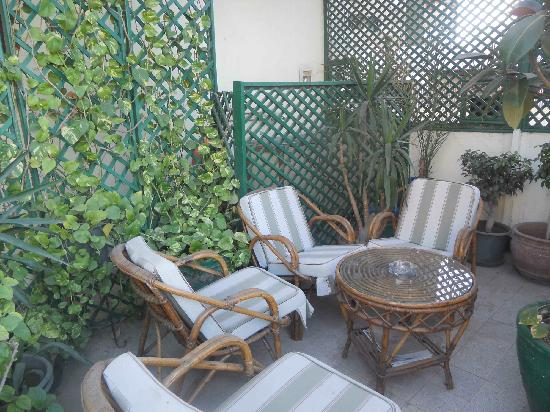 Hotel Longchamps: Front veranda