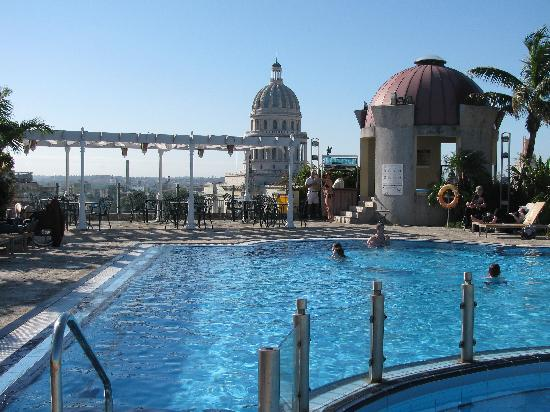 Hotel Parque Central: Rooftop pool (and not a cloud in the sky!)
