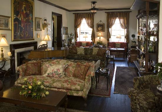 Graycliff Hotel: The Lounge