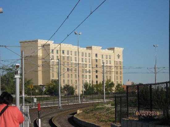 هوموود سويتس باي هلتون سانت لويس - جاليريا: Hotel from metro station