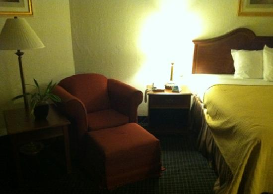 Baymont Inn & Suites Hagerstown: The rooms are larger than typical hotel rooms, with extra sitting space.