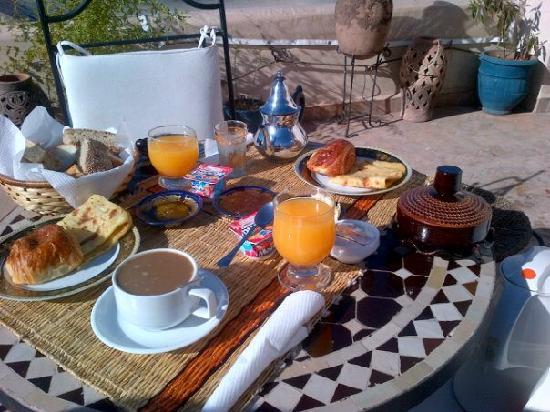 Riad Dubai: breakfast on the roof