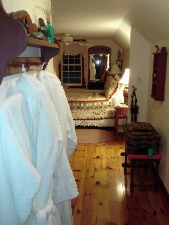 Bear Mountain Inn: Fuzzy Bear Room entrance