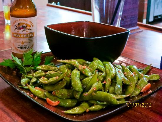B's Bar & Grinds: Edamame (soybean), what can I say? Wonderfully seasoned and tasty!