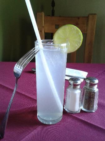 Buffalo BBQ: Great limonada, not big