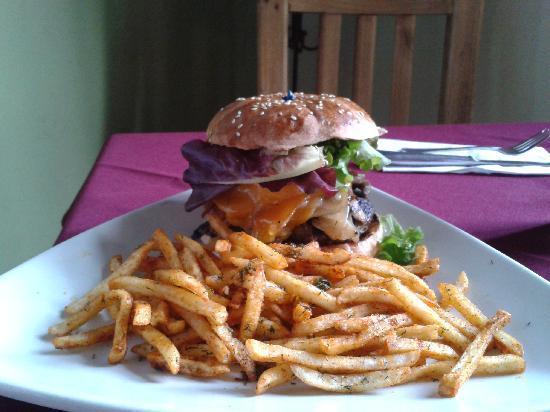 Buffalo BBQ : Great hamburger, less than $10