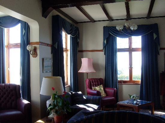 Sonnekus Guest House: communal living area