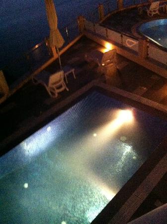 Petit Palace Suites Hotel : Pool