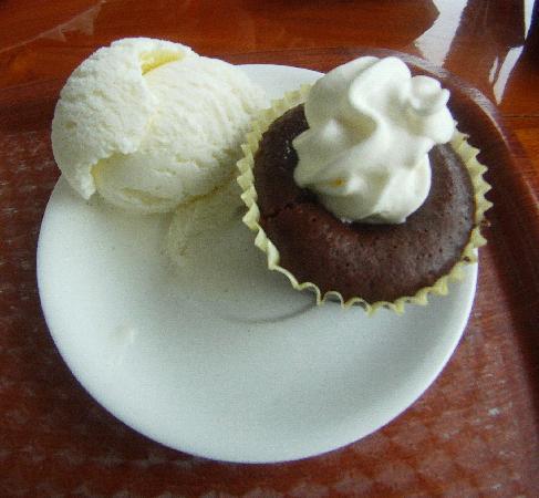 Le mi-cuit ou moelleux au chocolat du MOZ CAFÉ: Un feu d'artifice dans mon palais!!! lol