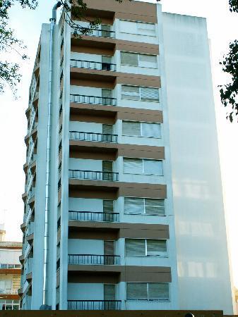 Jardim da Amadora: in front of hotel