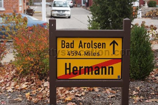 Deutschheim State Historic Site: Ortsausgang Hermann