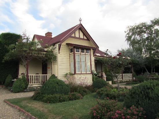 Barnsley House Bed & Breakfast: Exterior