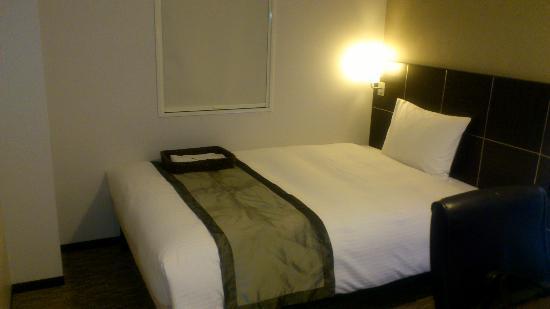 Hotel Active Hiroshima: ベッドも広く寝心地もいい。