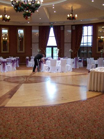 An Grianan Hotel: setting up the reception