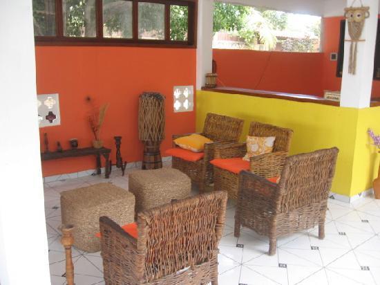 Pousada Por do Sol: Sitting area by front desk.