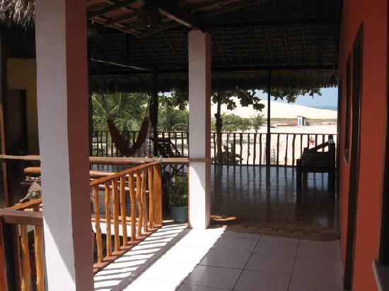 Pousada Por do Sol: Porch on upper floor (doors lead into rooms).