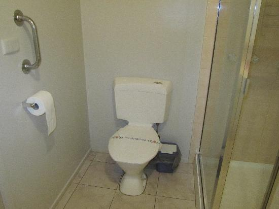 A Camelot Tower & Penthouse: Sandstone Suite - Bathroom