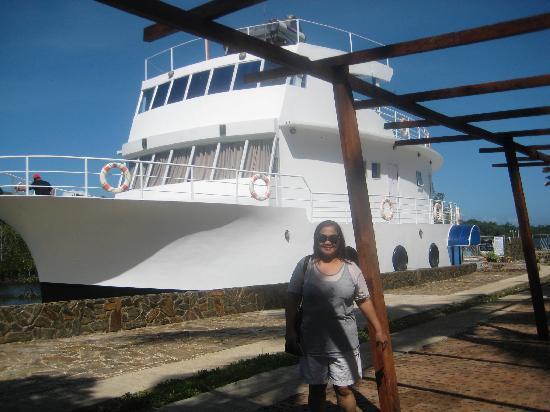 Marina De Bay: the Boat