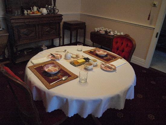 Briardale Bed & Breakfast : Breakfast table