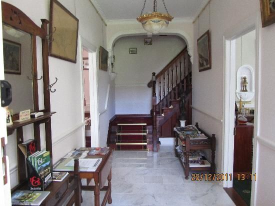Briardale Bed & Breakfast: Entrance hall