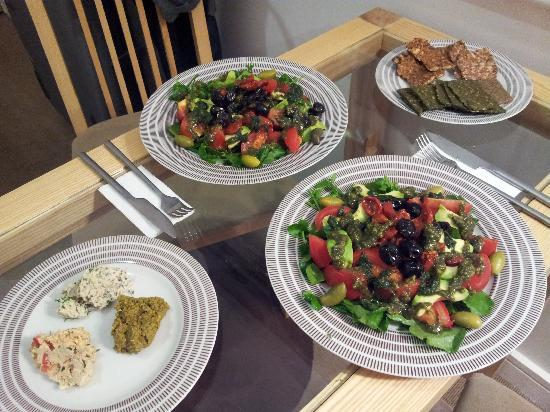 The Cleveland: Raw vegan dinner in room