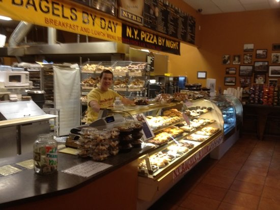 New York Bakery & Deli: yummm!!!