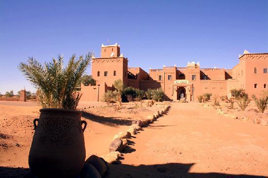 Stargazing Hotel Sahara Sky : Einfahrt zum Hotel