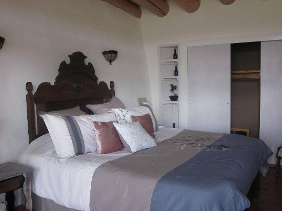 Earthship Biotecture: The bedroom