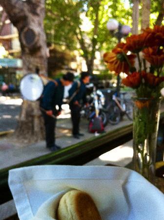 Hotel Orly: Al Fresco Lunch with music