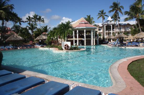 Be Live Collection Punta Cana: Main Pool + Bar