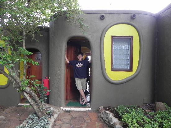 Mara Serena Safari Lodge: Outside our room
