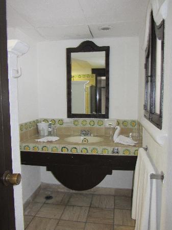 Hacienda Buenaventura Hotel & Mexican Charm All Inclusive: bathroom in our room